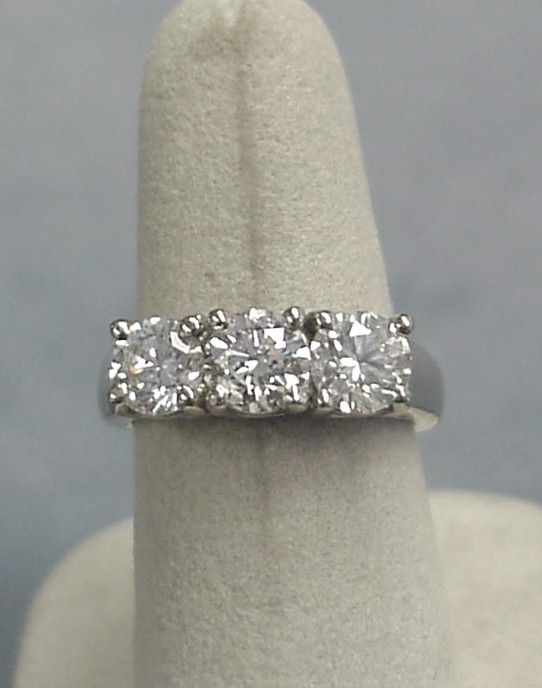 3 stone diamond ring, looks like mine :)