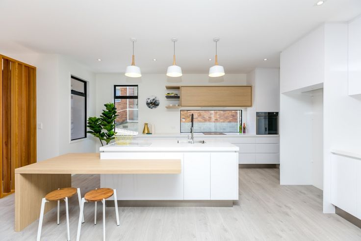 This 250sqm (approx.) multi-level home exudes quality, upmarket style and ambiance. Entry level provides spacious open plan living, stunning kitchen with full scullery and fabulous outdoor flow to a sunny courtyard. Also on this level is a...