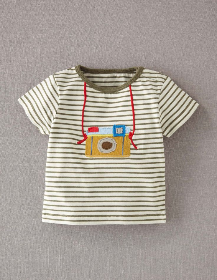 camera tee felt embroidery tee