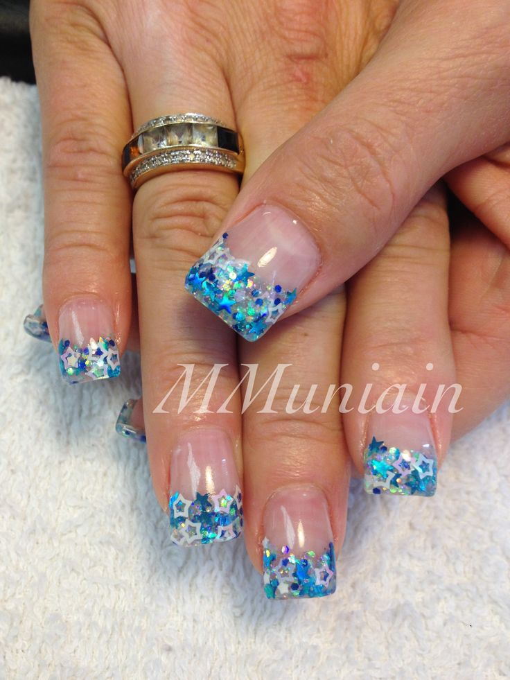 Could do this for wedding nails @Kayleigh Davis, just do the dark blue light blue and a yellow!!!