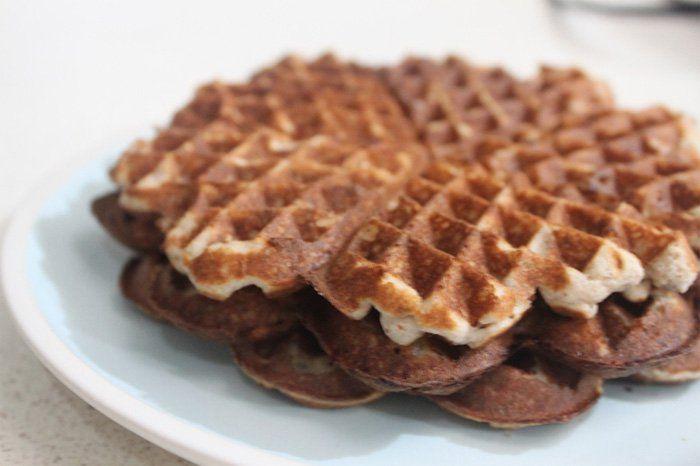 Preparar desayunos bajos en carbohidratos es muy sencillo, solo debes escoger alimentos ricos en proteínas y grasas buenas, y disfrutar de un desayuno...