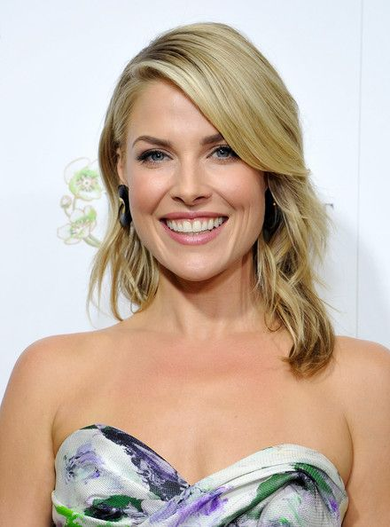 Ali Larter Medium Wavy Cut - Ali Larter's soft waves looked so elegant when pulled back behind her ear.