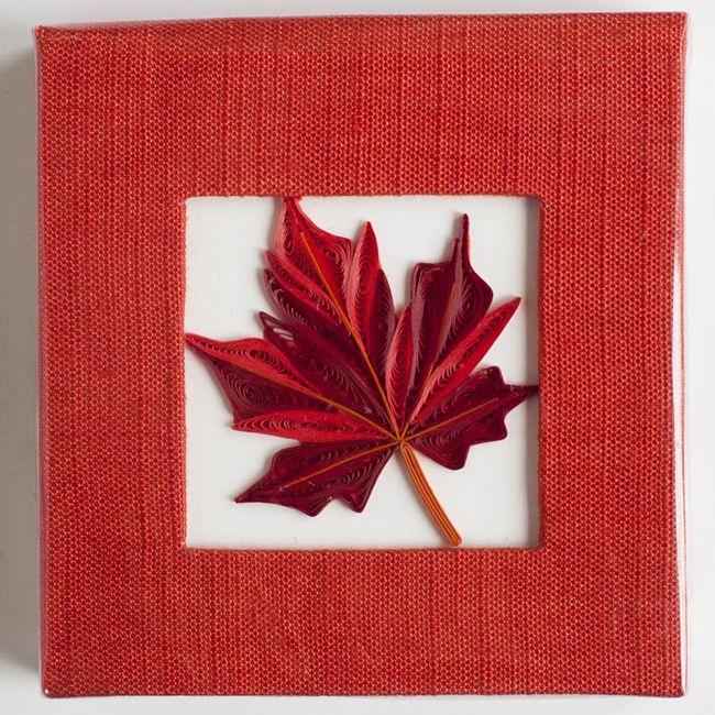 Открытка кленовый лист из полосок