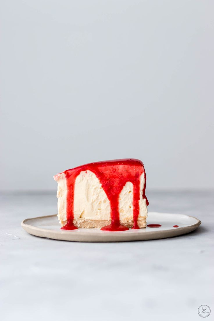 No Bake Vanille Cheesecake mit Zitronenkeks-Boden und Erdbeersoße-3