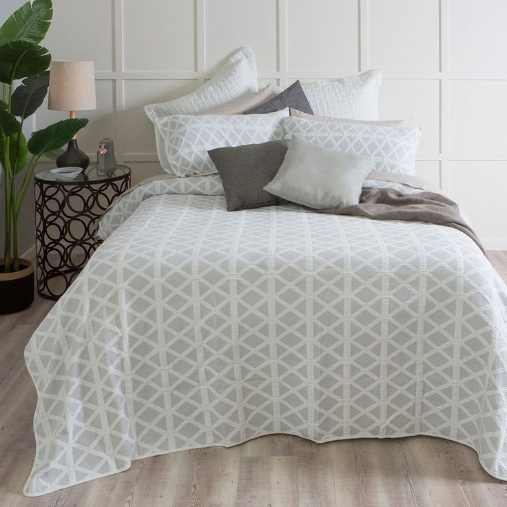 Our Vista coverlet is perfect for creating a clean, smart look in your bedroom. Sourced from Portugal exclusively for Pillow Talk, Vista's jacquard pattern and percale piping will look fantastic in any décor. Available in a range of gorgeous colours!
