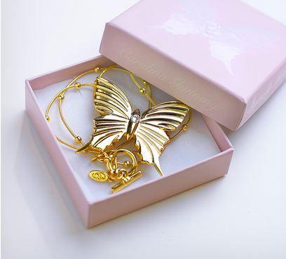 Butterfly Halskjede, Hvit Swarovski Krystall fra Royaldesign. Om denne nettbutikken: http://nettbutikknytt.no/royaldesign/