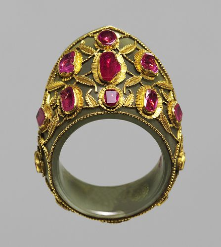 Thumb ring(zehgir) Ottoman Empire,16th cent,  Nephrite,gold,rubies.
