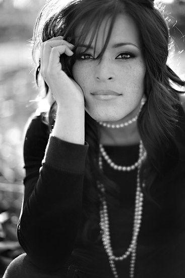 Продолжим публикации об известных зарубежных свадебных фотографах. Сегодня речь пойдет о Жасмин Стар (Jasmine Star). Эта молодая красивая женщина из Калифорнии попала в список десятки лучших свадебных фотографов 2009 года по версии известного журнала American Photo magazine (PopPhoto.Com).