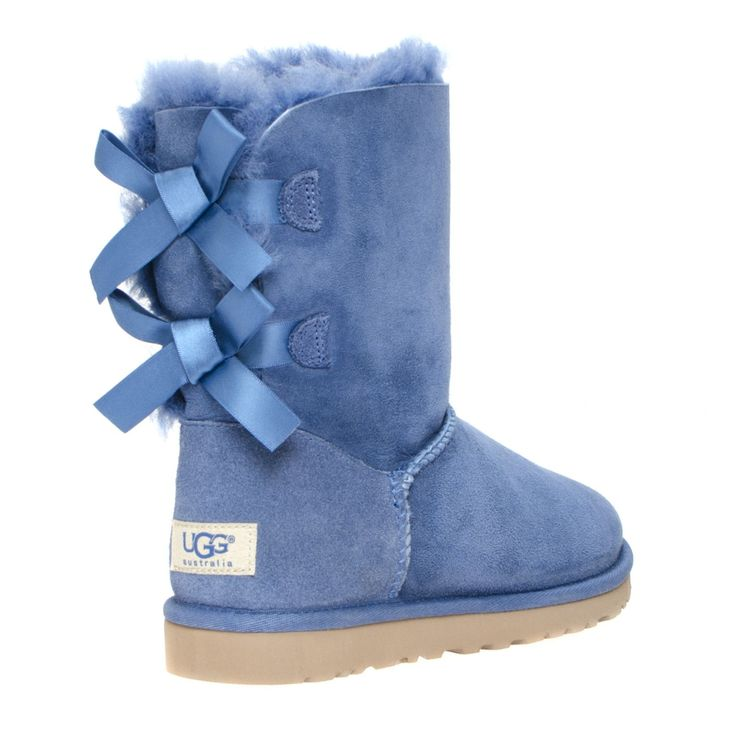 FEATURES ​ - 17mm grade A twinface sheepskin; sueded heel guards and nylon binding - signature UGG woven label - cushy foam insole for extra comfort covered with a genuine sheepskin sock that natura