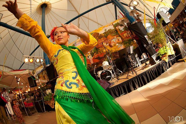 InaDance. Amie Tanoewidjaja. Febbie Tanoewidjaja. Dancer Traditional Indonesia.