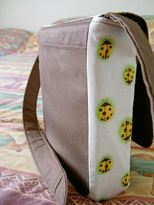 Heart of Mary: TUTORIAL: Messenger Bag with Zip Top Closure
