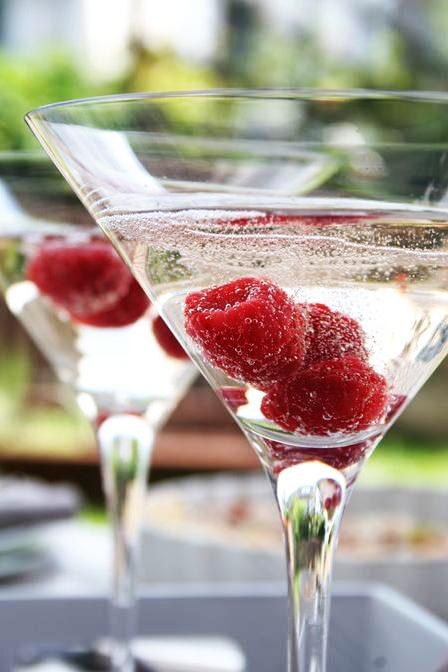 Berry sparkler 2 oz voli raspberry cocoa vodka 2 oz for Vodka prosecco