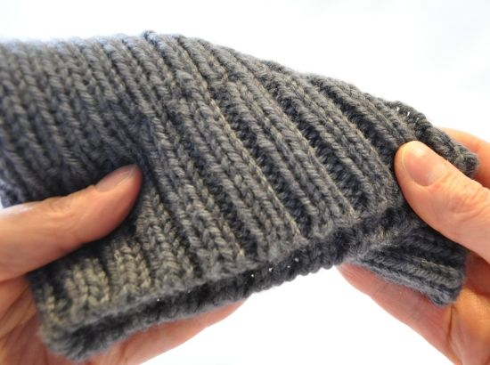 Knitting Ribbing Tips : Alternate cable cast on for ribbing travel stitches