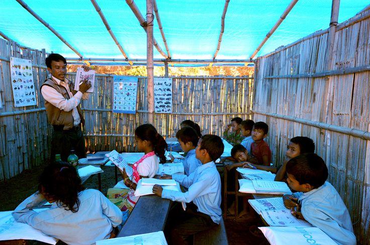 Plan heeft tijdelijke leerruimtes opgericht waar les gegeven wordt. Bij deze leerruimtes zijn aparte toiletten, een opfrisruimte en een hek van bamboe gemaakt om de kinderen te beschermen.