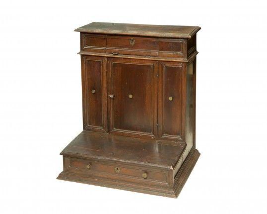 Inginocchiatoio in legno di noce Modena sec XVII