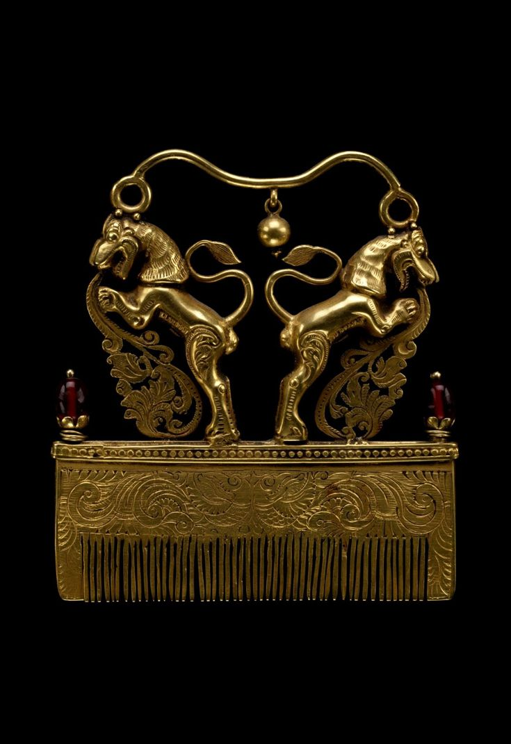 India | Hair comb; gold with red stones | Late 19th to early 20th century - loved & pinned by www.omved.com
