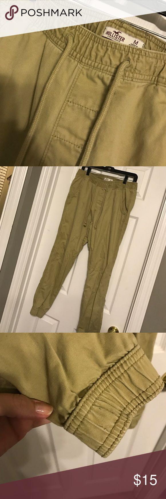 Hollister Khaki Joggers Khaki jogger pants from Hollister. Worn one season, perfect condition! Great for a teenage boy. Hollister Pants Sweatpants & Joggers