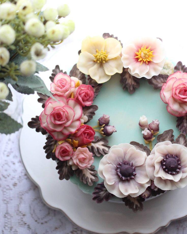 Repost atelier_ryeo    Bean paste flower cake
