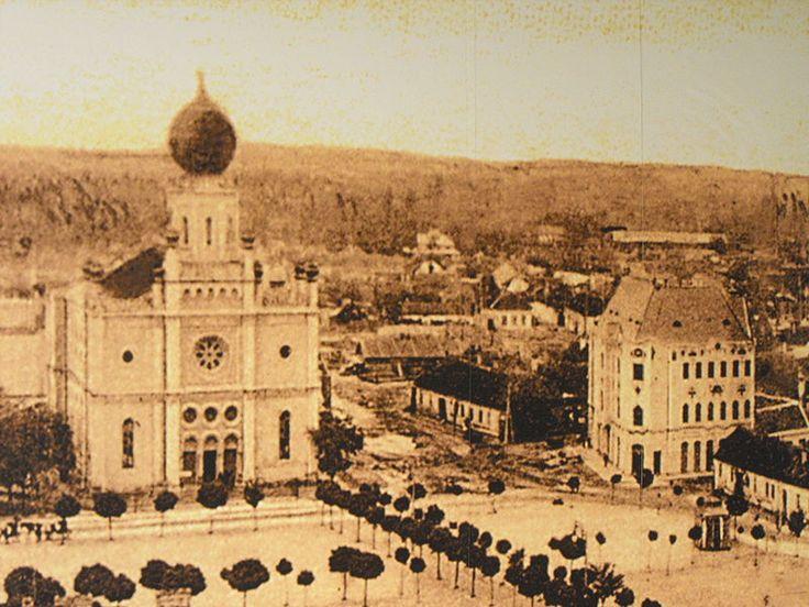 File:Technika Háza - Cifrapalota Kecskemét, balra a zsinagóga
