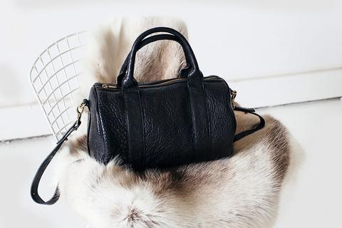 Kingdoms & Oaths carry Bag at Lusso boutique