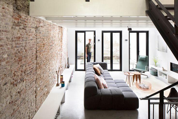 Op de Prinsengracht in Amsterdam zou de fundering vernieuwd gaan worden. In overleg met Bloem en Lemstra Architecten heeft de opdrachtgever besloten om een kelder onder het huis te creëren. Het nieuwe souterrain geeft dankzij de vormgeving ook op architectonisch vlak een grote meerwaarde aan de woning. De slaapkamer met …