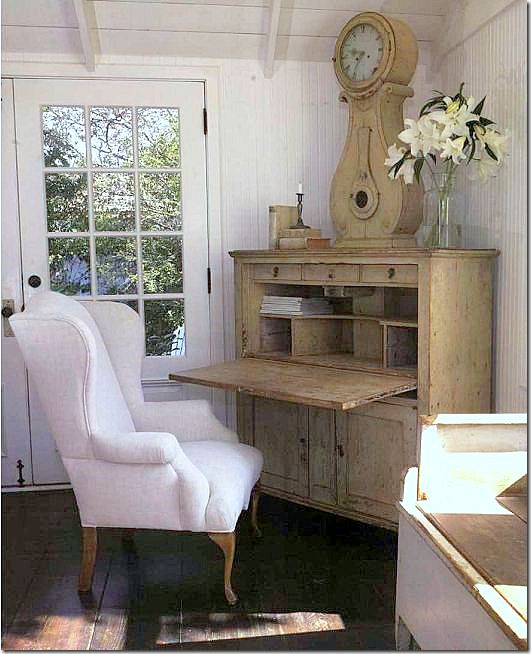 In this corner, a gorgeous Swedish desk with clock.