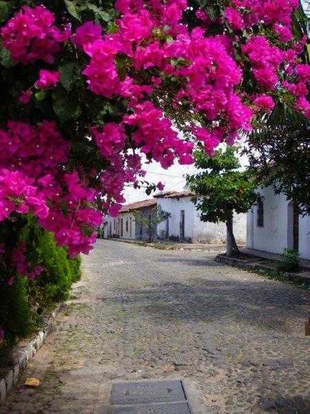 El Salvador - Calles empedradas del Barrio Concepcion en Suchitoto