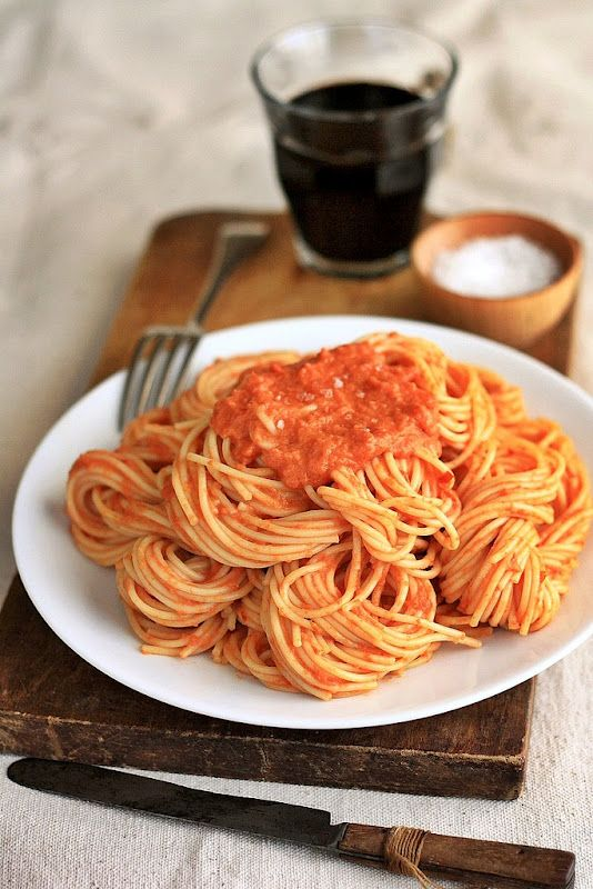 Spaghetti with Tomato Vodka Cream Sauce...Semplicemente buono!: Friggen Delish, Sauces Recipe, Cooking Lighting, Pasta Dishes, Food, Vodka Cream Sauces, Tomatoes Vodka, Wholli Crap, Vodka Sauces