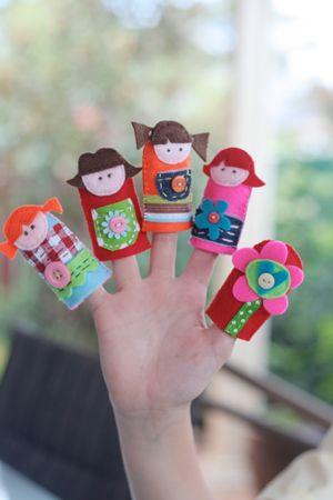 .: Girls Fingers Puppets, Felt Fingers Puppets, Cute Little Girls, Felt Puppets, Felt Diy, Girls Felt Fingerpuppet, Hands Puppets, Marionette Puppets Diy Kids, Finger Puppets
