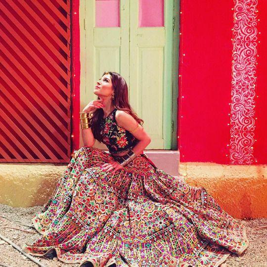 Ayesha Omer wearing Nomi Ansari