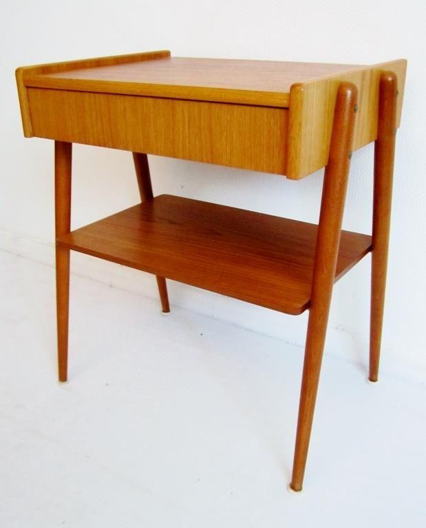 Retro sängbord i teak ifrån Carlström & co. Bredd:43cm Djup:32cm Höjd:53cm Fint bruksskick