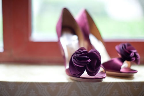 shoes under wedding dress, yes please :]