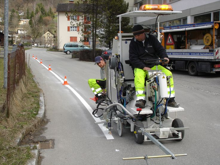 HOFMANN H11-1 road marking machine for cold paints (Airless), with pump and 120 l container http://www.hofmannmarking.de/en/tmpl_produkt.php?prodnr=12