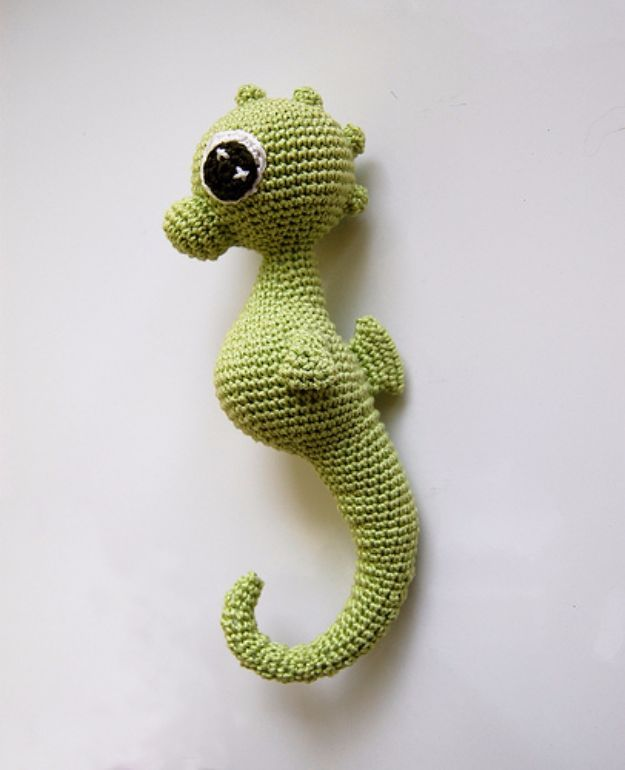 Free Amigurumi Patterns For Beginners and Pros – Charly Seahorse Amigurumi – Eas…