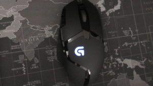Gaming Maus auf Welt Mauspad