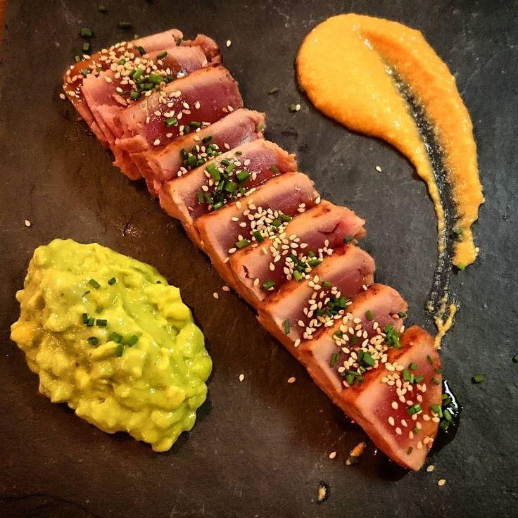 "14 Likes, 2 Comments - Nat (@nataliabp14) on Instagram: ""Tataki de atún rojo con salmorejo y tartar de aguacate y mango #tataki #atunrojo #salmorejo #tartar…"""