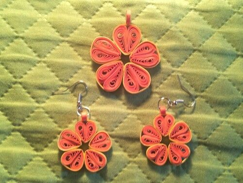 Orecchini fiore arancio in quilling