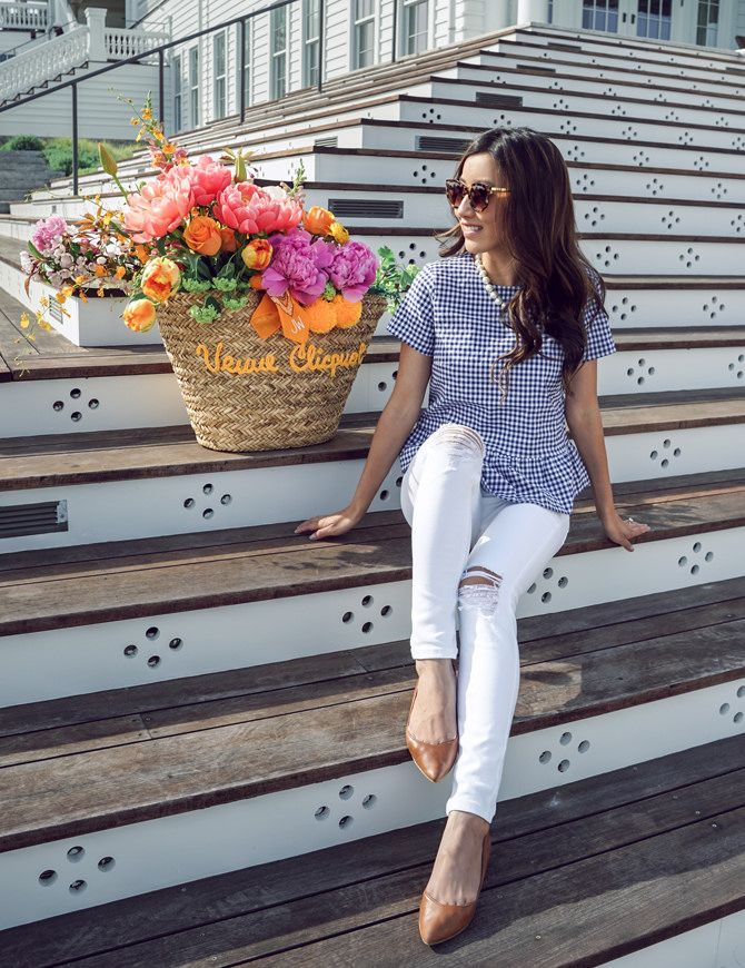 Gingham shirt + the best (not see through) white skinny jeans for spring/summer outfits! Click through the image for outfit details.