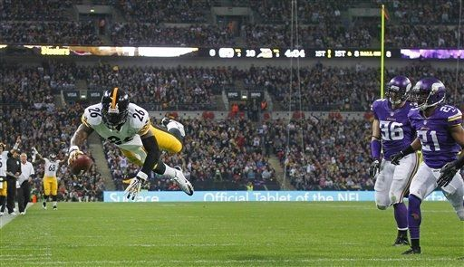 Pittsburgh Steelers running back Le'Veon Bell dives to score a touchdown during the NFL football game against Minnesota Vikings at Wembley S...