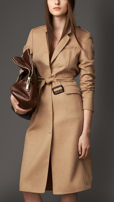 The perfect classic coat! It'a must in every wardrobe! By Burbbery, of course.