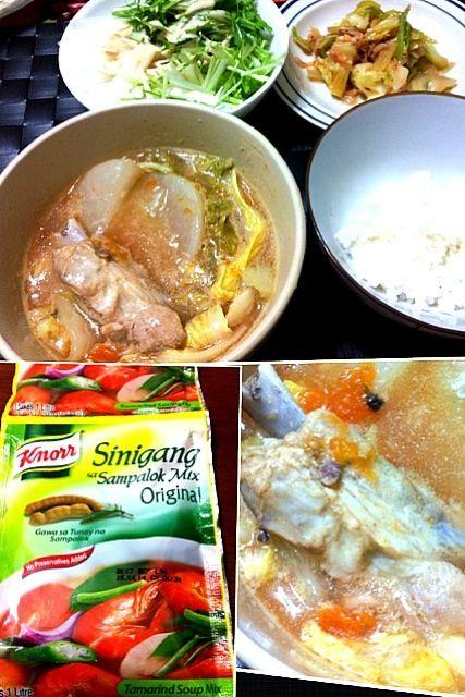 今晩の家ご飯♫ 今日はフィリピン料理の豚のスペアリブの酸味スープ(^_−)−☆ タマリンドで酸味を付けたビタミンC豊富な美味しいスープです〜 フィリピンからの輸入品クノール製のタマリンドパウダーを使用♪ - 26件のもぐもぐ - Sinigang na Baboy【シニガン ナ バボイ】 by マニラ男