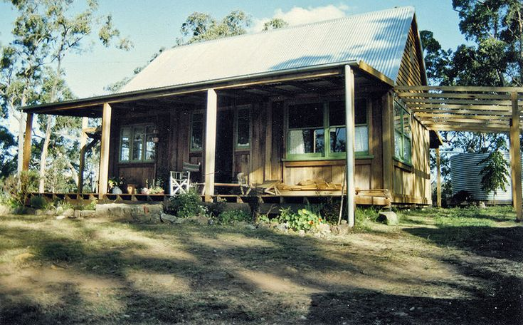 This slab-walled house was built in 1992, in the Watagan Ranges of New South Wales.