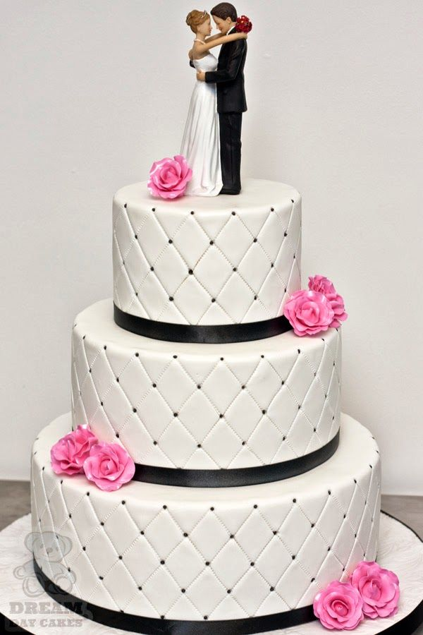 Quilt Pattern Wedding Cake : 137 best images about Cakes - Quilt print on Pinterest Edible pearls, White wedding cakes and ...