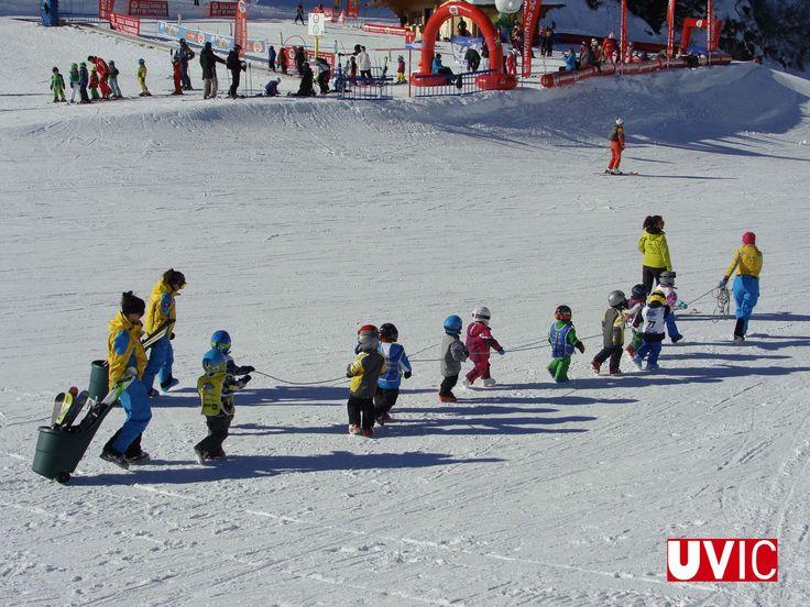 En David Descombes Alsedà, estudiant de Ciències de l'Activitat Física i l'Esport, ha participat en unes practiques internacionals a Suissa, i ha treballat l'esquí com a eina educativa.  #CampusInternacional #UVic #uviclife #LaUVicAlMón #uvicCAFE #Suïssa