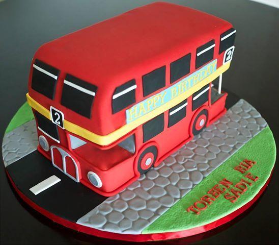 1044908_539067169463499_1682756004_n.jpg (548×480) Big Red Bus Cake