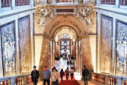 Entrance hall Kunsthistorisches Museum Vienna