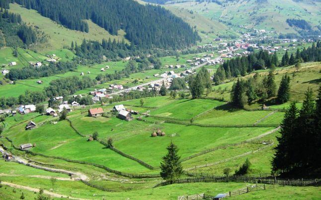 Cele mai frumoase sate din România şi legendele lor, care îţi taie răsuflarea: 2 Mai - satul unde răsare marea, Valea Vinului - minunea din Munţii Rodnei | adevarul.ro