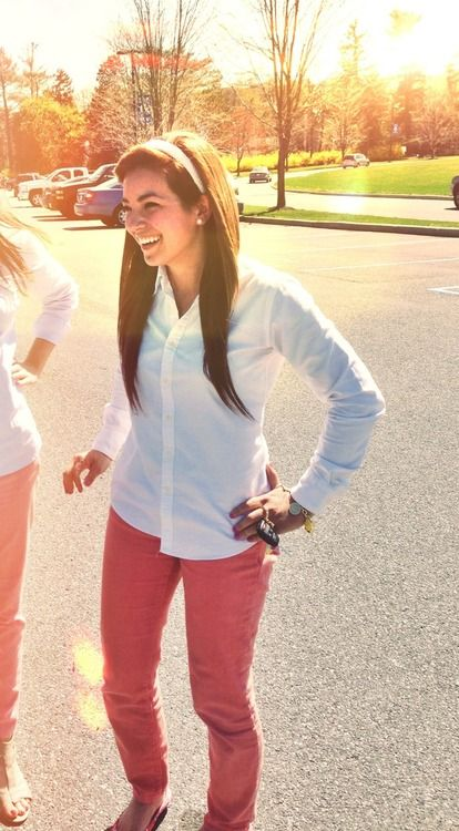 Oxfords and colored jeans. Someone just be a dear and put all the things I pin on pinterest in my closet... thanks
