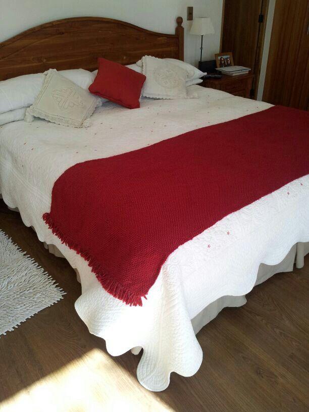 Piesera hecha en telar maria, con lana natural. A pedido