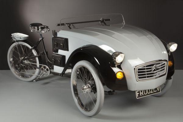 Ce vélo de Luca Agnelli combine un triporteur Doniselli et un museau de Citroën 2CV.